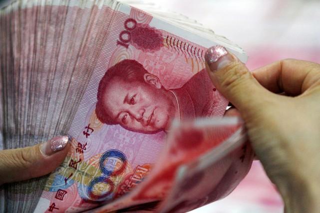 Face à un dollar américain revigoré, le yuan... (PHOTO ARCHIVES AP/CHINATOPIX)