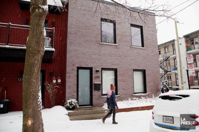 Complètement retapée, la façade nouvellement rebriquée n'a plus... (PHOTO ALAIN ROBERGE, LA PRESSE)
