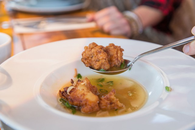 La soupe Won Ton aux grands-pères marie les... (PHOTO FOURNIE PAR UN CHEF À L'ÉRABLE/CRÉDIT PATRICIA BROCHU)