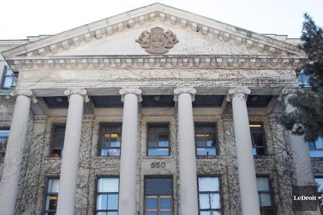 Un professeur de l'Université d'Ottawa se dit victime... (Archives LeDroit)
