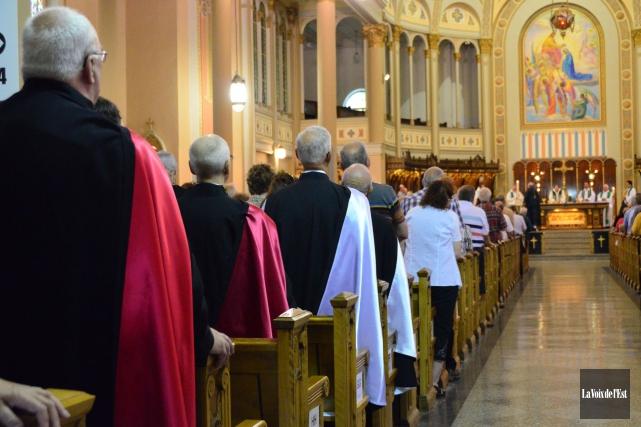 Dans ces jours qui suivent le décès du père Benoît Lacroix, rendons hommage à... (archives La Voix de l'Est)
