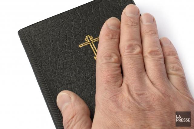 Même si les églises ne cessent de se vider, la Bible a encore un poids... (Photo 123RF)
