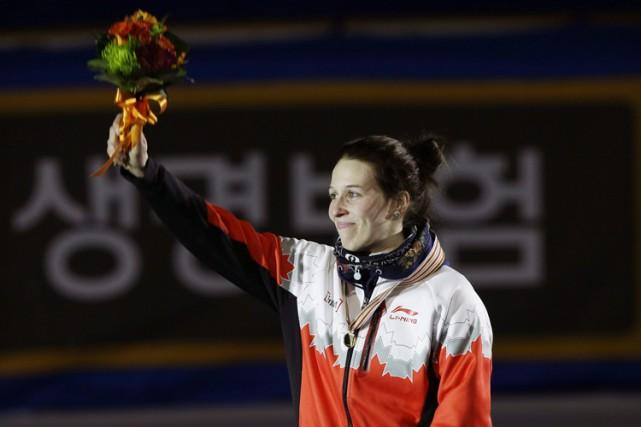 Marianne St-Gelais sur le podium à Séoul, samedi.... (PHOTO AP)