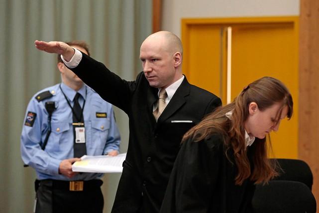 Breivik est entré dans le prétoire, s'est tourné... (Photo Lise Aserud, NTB scanpix via AP)