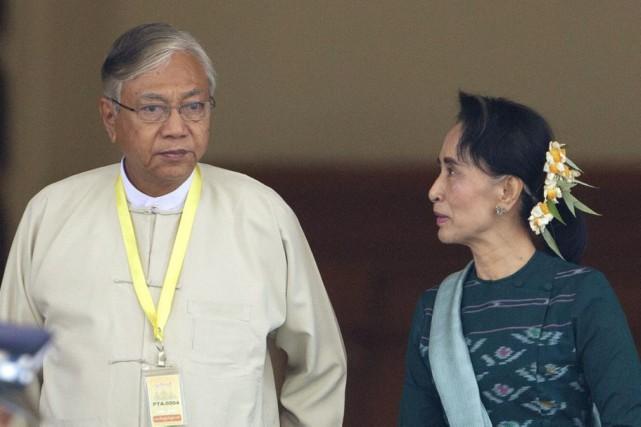 Htin Kyaw et Aung San Suu Kyi... (AP, Aung Shine Oo)
