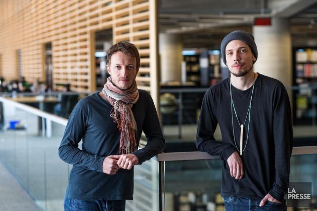 Marc-Antoine Cyr (à gauche) inaugure une résidence d'auteur... (PHOTO HUGO-SÉBASTIEN AUBERT, LA PRESSE)