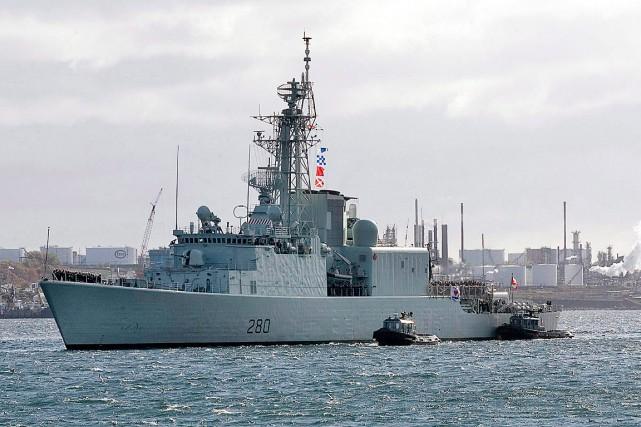 Un navire de la marine canadienne rentre à... (Photo Andrew Vaughan, PC)