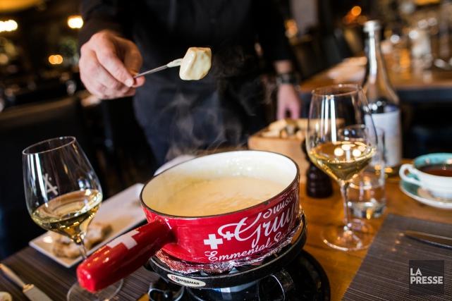 La fondue suisse est de retour à l'Auberge... (PHOTO ÉDOUARD PLANTE-FRÉCHETTE, LA PRESSE)