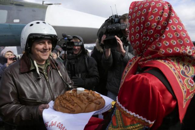 Un pilote russe de retour de Syrie accueilli... (PHOTO AP)