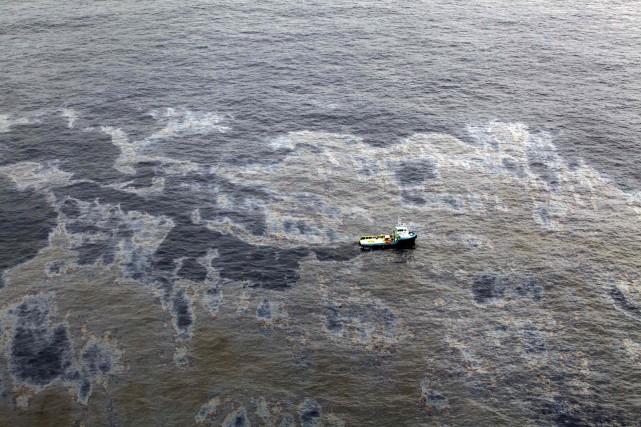 Une nappe de pétrole en mer n'est pas... (PHOTO D'ARCHIVES REUTERS)