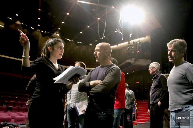 Philippe Carbonneaux, assistant metteur en scène, discute avec... (Patrick Woodbury, LeDroit)