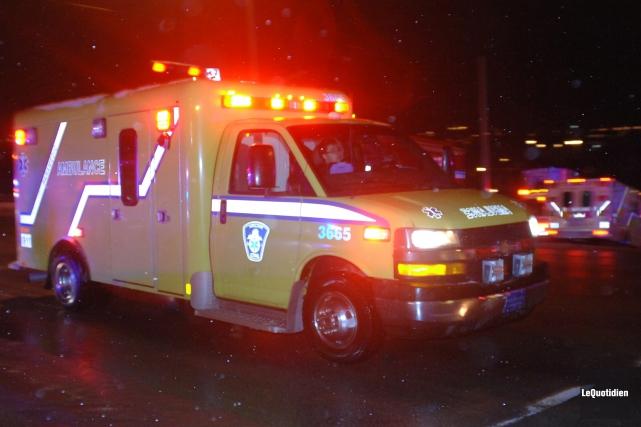 Les techniciens ambulanciers et paramédics aimeraient bien intervenir sur... (Archives Le Quotidien, Michel Tremblay)