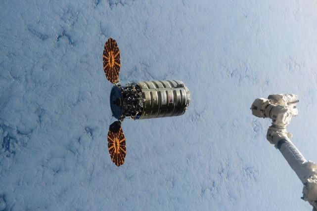 L'expérience sera menée avec la capsule Cygnus.... (PHOTO AP)