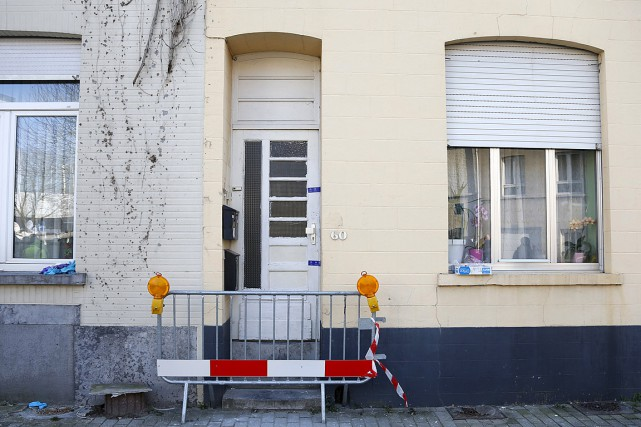 Lors de l'opération de police d'hier, un suspect... (Photo Francois Lenoir, AFP)