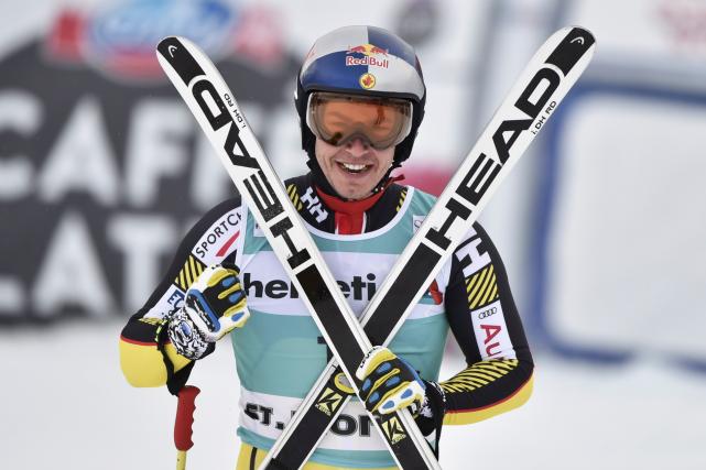 Érik Guay était très heureux de sa performance.... (AFP, FABRICE COFFRINI)