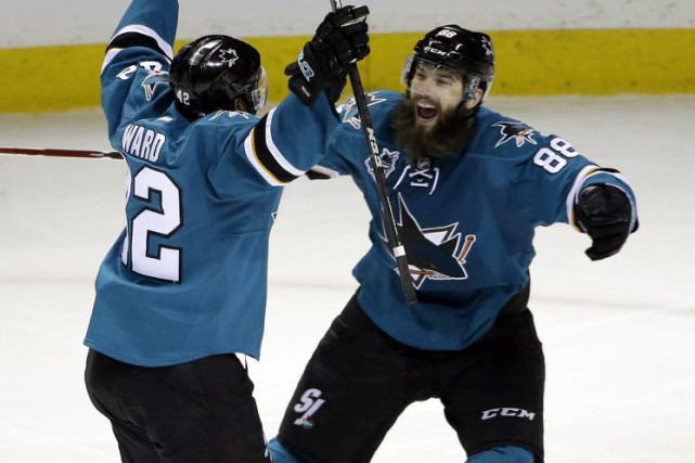 Joel Ward et Brent Burns... (Photo Marcio Jose Sanchez, Associated Press)