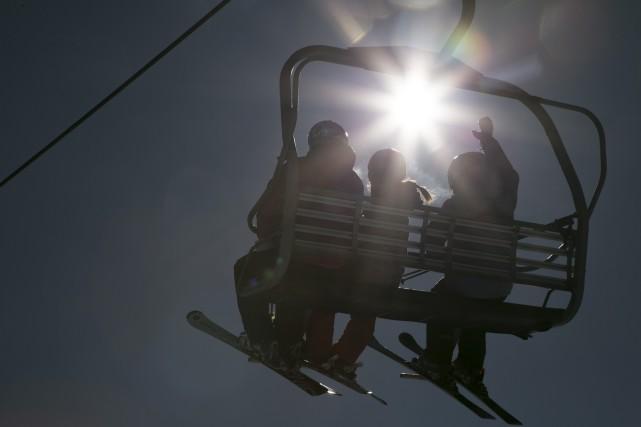 Même s'il ne reste presque plus de neige au sol, on pourra faire du ski encore... (Spectre Média, René Marquis)