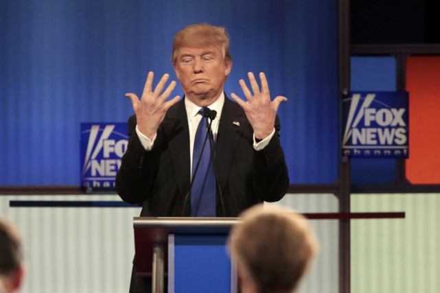 Donald Trump lors d'un débat organisé par Fox... (PHOTO REUTERS)