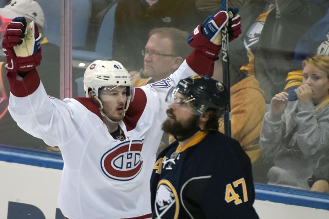 L'attaquant du Canadien Paul Byron (41) célèbre son... (Associated Press)