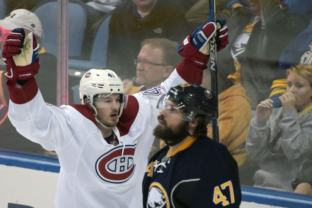 Paul Byron a eu l'aide de Zach Bogosian... (Associated Press)