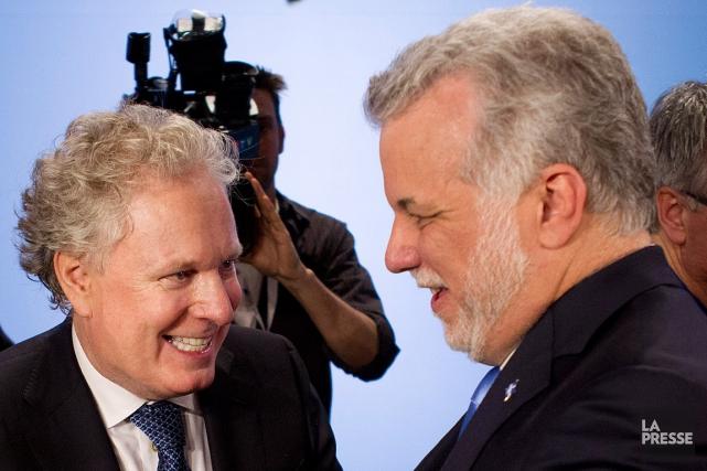 L'ancien premier ministre Jean Charest et Philippe Couillard,... (Archives La Presse, Robert Skinner)