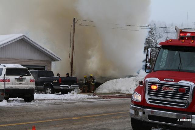 Les pompiers ont été appelés vers 9 h... (Photo: Audrey Tremblay Le Nouvelliste)