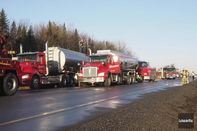 Un incendie a pris naissance dans un camion-citerne... (Alain Dion, La Voix de l'Est)