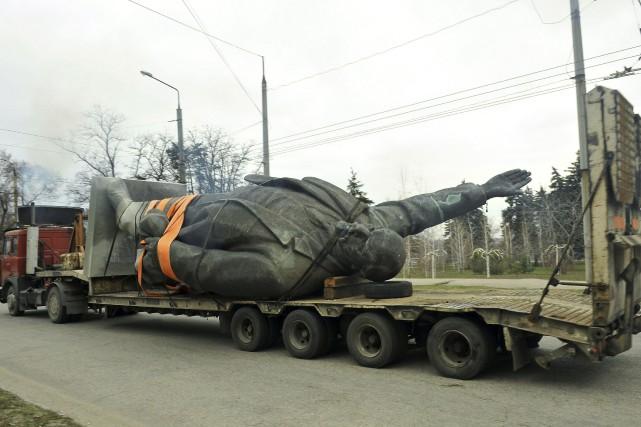 La plus grande statue de Lénine encore debout... (AFP)