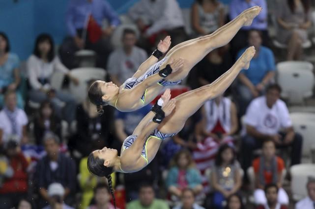 Roseline Filion et Meaghan Benfeito ont décroché la médaille d'argent à la tour... (Archives, La Presse Canadienne)