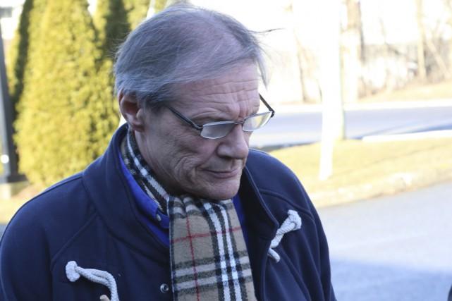 Andrew Marchionni, un Bromontois de 61ans, fait face... (Photo Janick Marois)