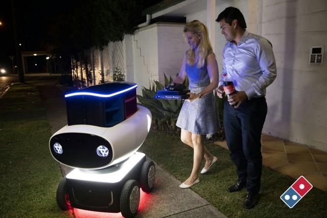 D'après Domino's, le robot est capable de livrer... (Photo AFP)
