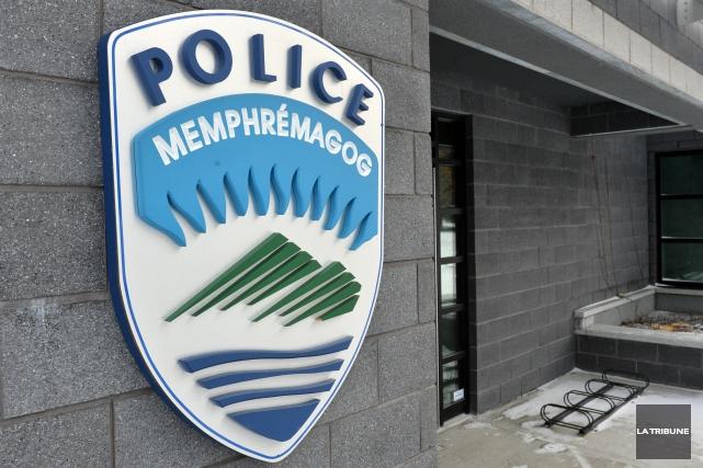 Les policiers de Magog ont procédé à une perquisition sur la rue Saint-Patrice... (Archives La Tribune)