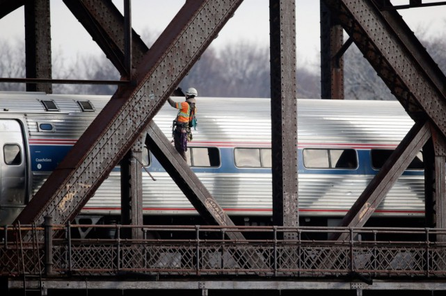 Le train Adirondack d'Amtrak rejoint New York en... (PHOTO MIKE GROLL, ARCHIVES AP)