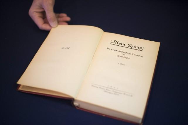 Hitler avait gardé cet exemplaire pour son usage... (PHOTO JIM WATSON, AGENCE FRANCE-PRESSE)