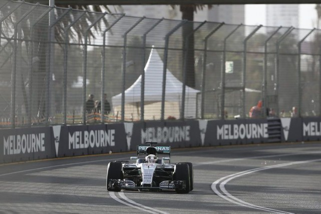 Lewis Hamilton semble en voie de poursuivre ses... (Rob Griffith, Associated Press)