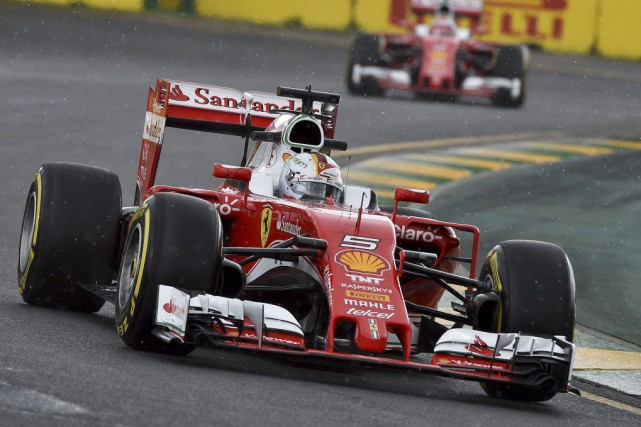 Sebastian Vettel et Ferrari tenteront en 2016 d'éroder... (AFP, Paul Crock)