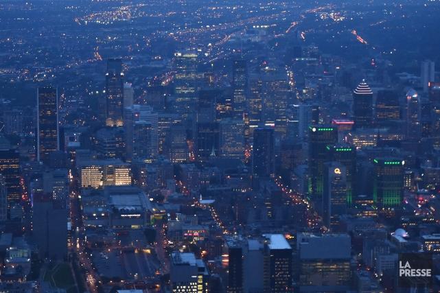 Les Canadiens ont été invités à se joindre aux millions de personnes partout... (Photo Bernard Brault, archives La Presse)