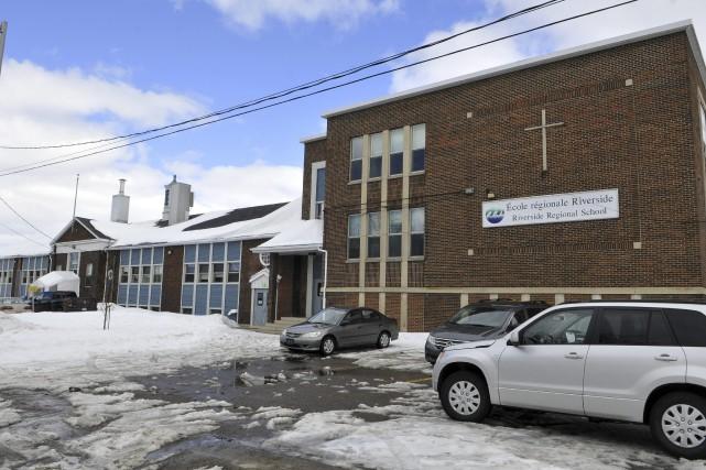 L'école primaire Riverside, dans le quartier Sainte-Thérèse, sera... (Photo Le Progrès-Dimanche, Rocket Lavoie)