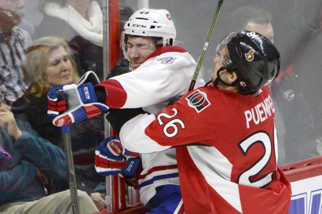 Matt Puempel a fait grimacer Darren Dietz en... (La Presse Canadienne, Justin Tang)