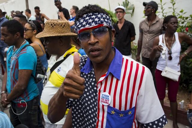 De nombreux Cubains ont revêtu les couleurs américaines... (AP, Desmond Boylan)