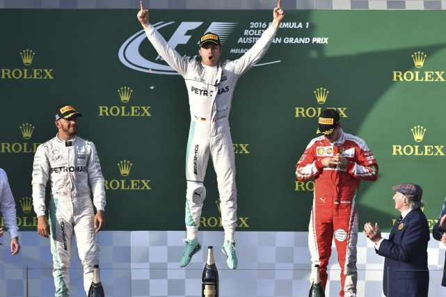 Nico Rosberg (au centre) a remporté le Grand... (PHOTO THEO KARANIKOS, ASSOCIATED PRESS)