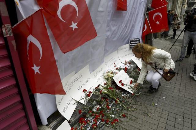 Selon le dernier bilan turc, trois Israéliens, dont... (PHOTO OSMAN ORSAL, REUTERS)