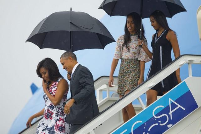 Le président américain, tout sourire, a descendu les... (PHOTO AP)