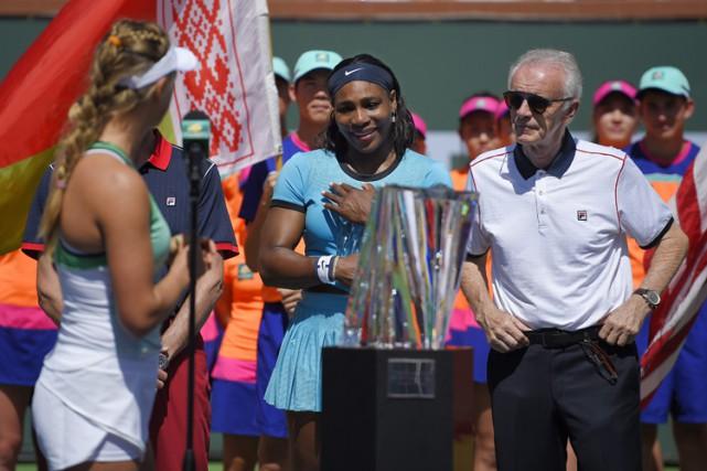 Raymond Moore est à la gauche de Serena... (PHOTO AP)