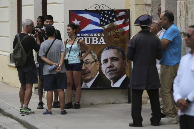 Les touristespourront désormais réserver des logements à Cuba... (AP, Enric Marti)
