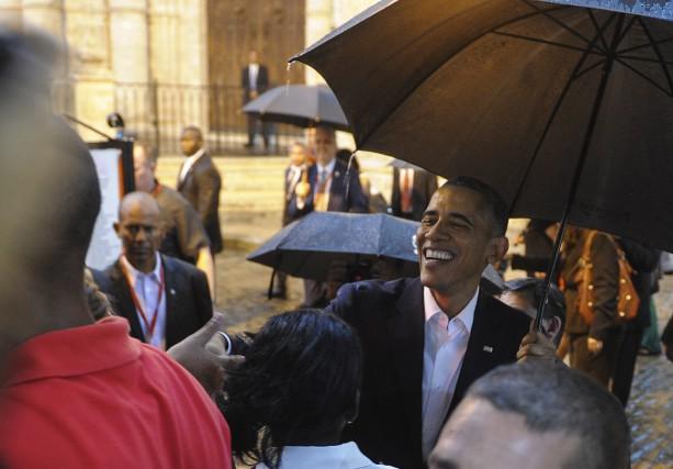 Fraîchement débarqué à Cuba, Barack Obama a parcouru... (AFP, Yamil Lage)