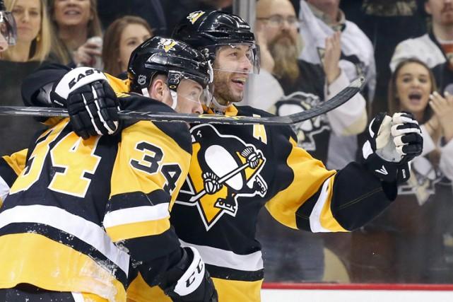 Tom Kuhnhackl a brisé l'impasse en fin de deuxième vingt et les Penguins de... (PHOTO REUTERS)