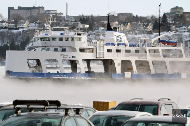 Entre Québec et Lévis, le nombre de véhicules... (Photothèque Le Soleil, Jean-Marie Villeneuve)
