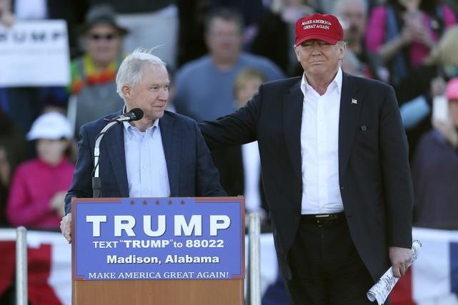M. Trump s'est entouré de cinq experts pilotés... (Photo AP)