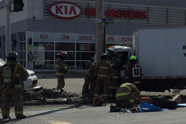 Le conducteur d'un camion-cube a subi des blessures considérées comme sérieuses... (Isabelle Légaré)